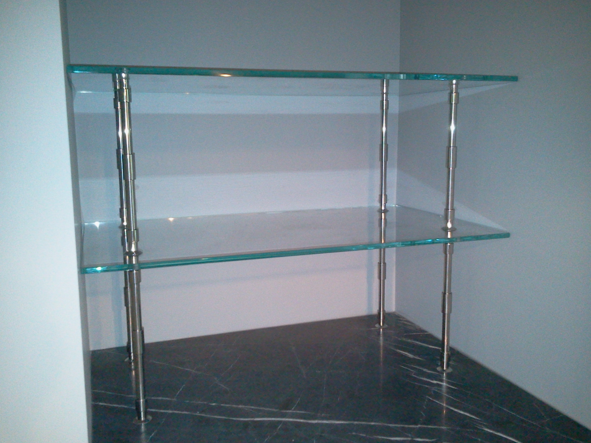 Table Tops and Glass Shelves | Frank\'s Glass Service, Inc.